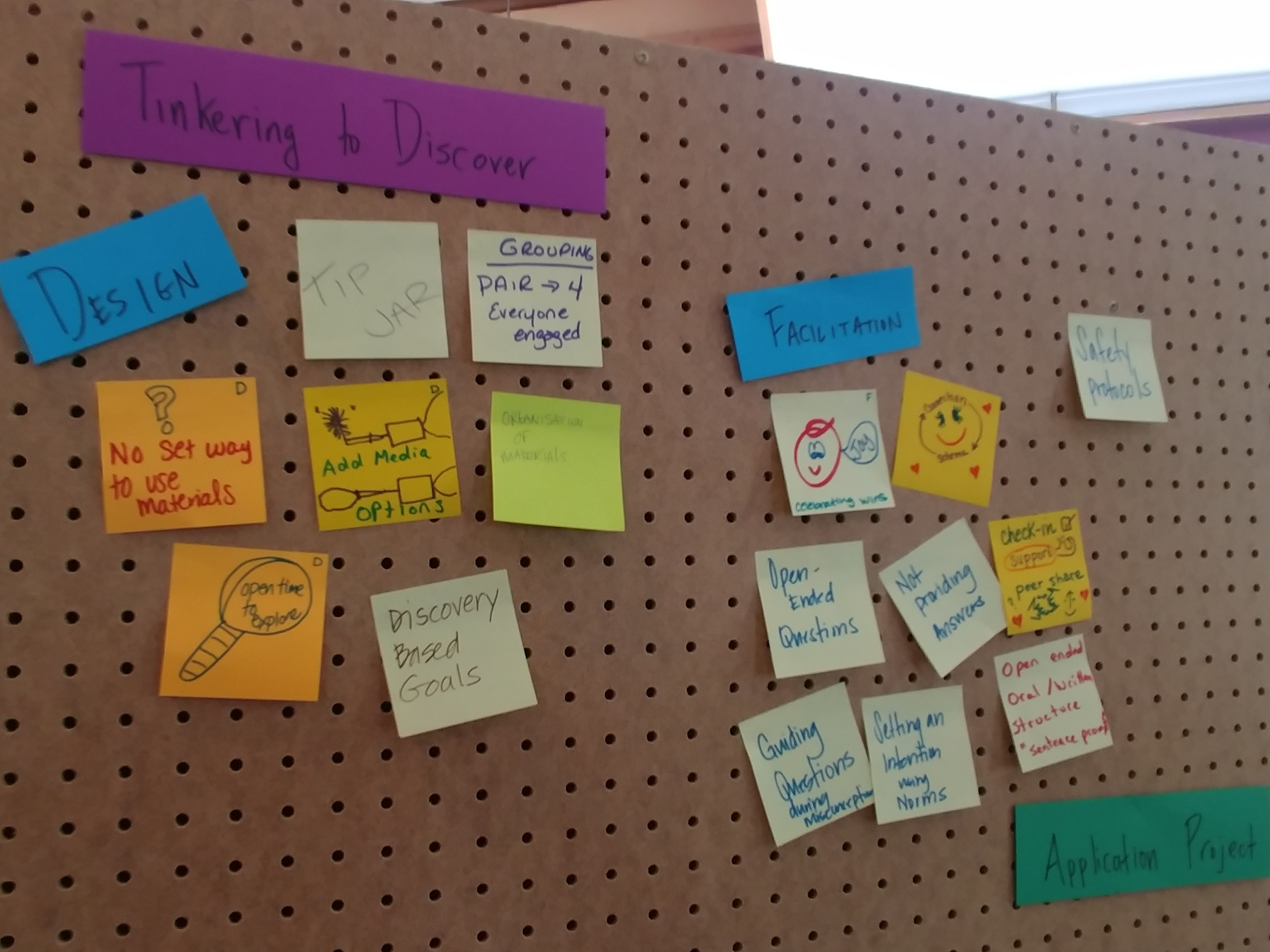 Several post-it notes on a pegboard illustrate participant observations about the Tinkering to Discover activity.